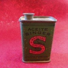 Antigüedades: BOTE METALICO DE ACEITE SINGER. Lote 124640324