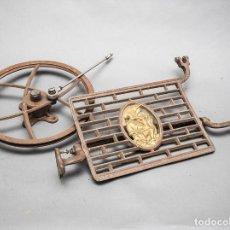 Antigüedades: PEDAL, RUEDA Y BIELA DE MAQUINA DE COSER WERTHEIM. Lote 125165079