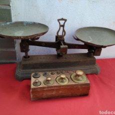 Antigüedades: ANTIGUA BALANZA CON PESAS SIGLO XIX. Lote 125233167
