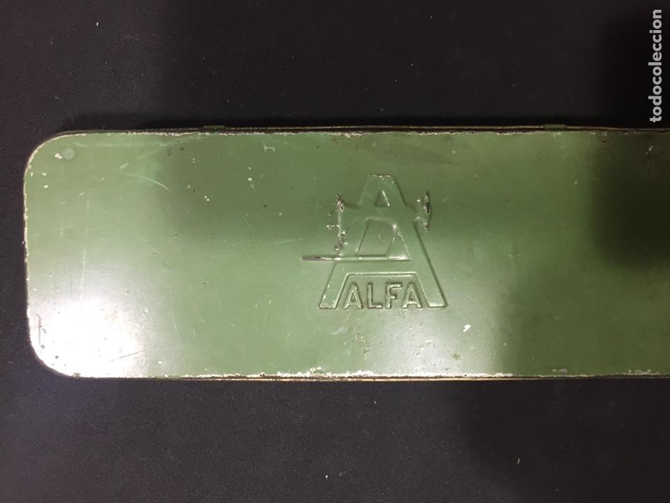 CAJA METÁLICA ALFA (Antigüedades - Técnicas - Máquinas de Coser Antiguas - Alfa)