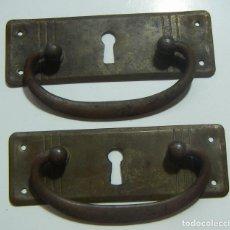 Antigüedades: 2 TIRADORES CON BOCALLAVE EN BRONCE. Lote 125296455
