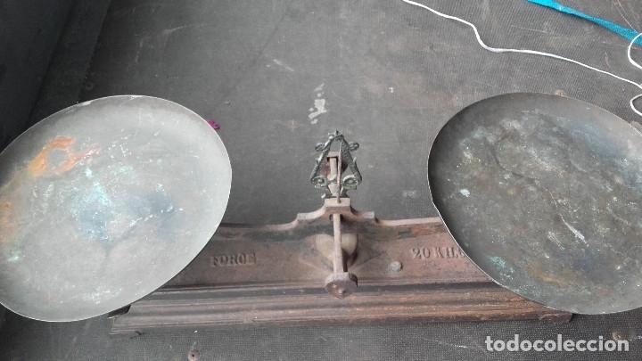 Antigüedades: Imponente balanza para pesar hasta 20 kilos - Foto 3 - 125311607