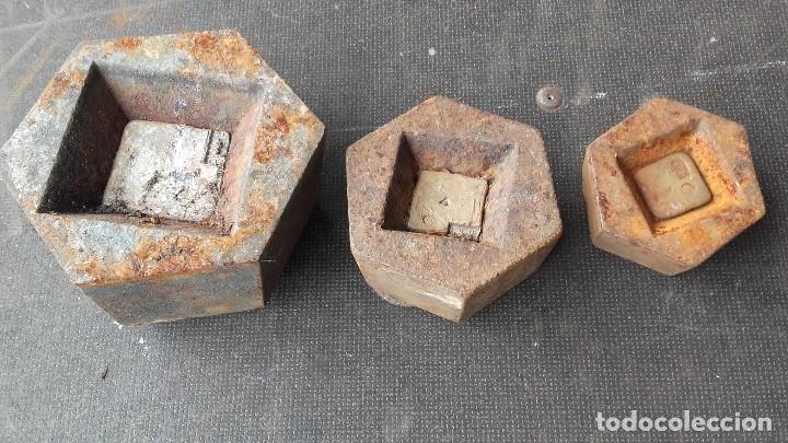 Antigüedades: Pesas de 5, 2 y 1 kilogramos - Foto 2 - 125319863