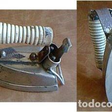 Antigüedades: PRIMITIVA PLANCHA ELÉCTRICA ACSA ASA MADERA TORNEADA.. Lote 125349307