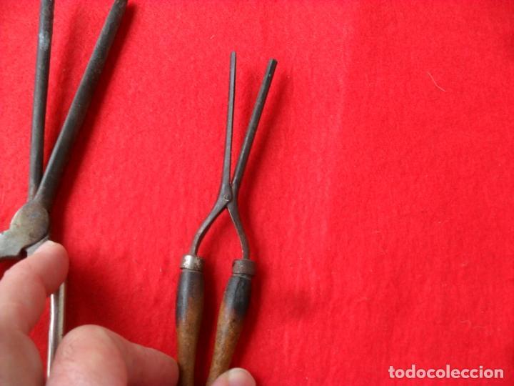 Antigüedades: conjunto pinzas para encañonar la ropa y darle forma - Foto 4 - 125931259