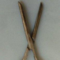 Antigüedades: ANTIGUO RIZADOR PLEGABLE DE PELUQUERÍA CON MANGOS DE MARFIL S.XIX. Lote 126361435