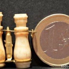 Antigüedades: ANTIGUO MINI VISTAS PRISMATICOS DE HUESO EN MINIATURA CON VISTAS DE MONTSERRAT. Lote 126363843