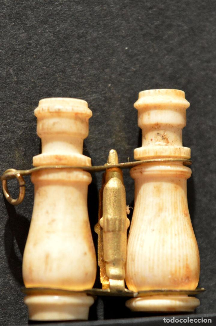 Antigüedades: ANTIGUO MINI VISTAS PRISMATICOS DE HUESO EN MINIATURA CON VISTAS DE MONTSERRAT - Foto 3 - 126363843