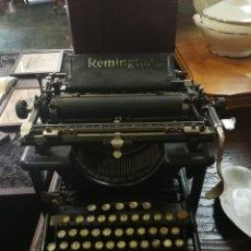 Antigüedades: MÁQUINA DE ESCRIBIR REMINGTON.. Lote 126396859