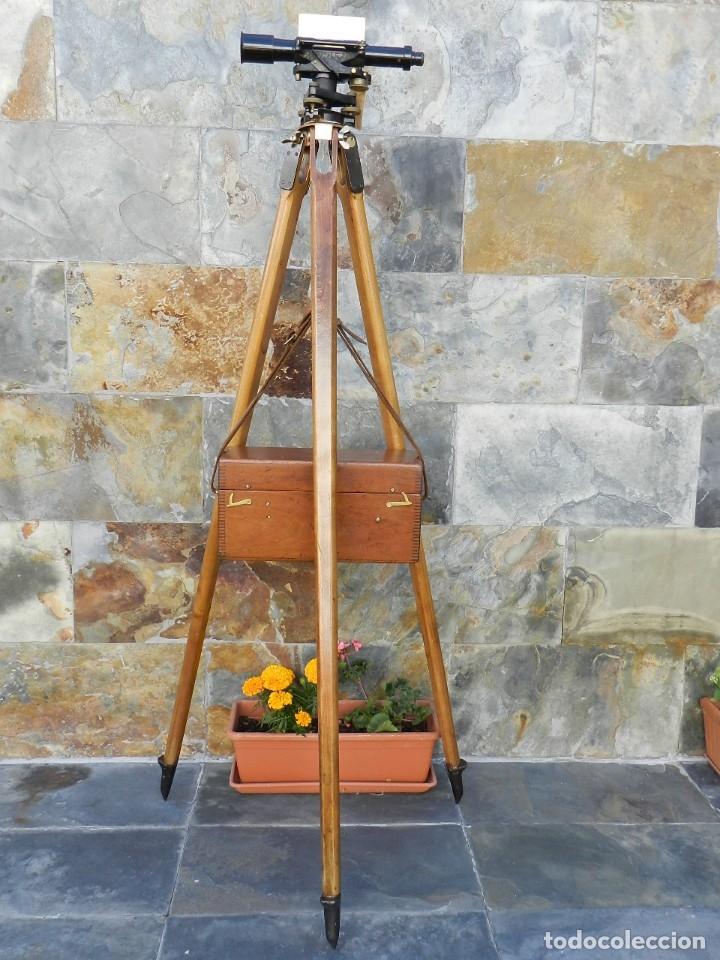 NIVEL DE TOPOGRAFÍA + TRÍPODE + ESTUCHE AÑO 1910 APROX. (Antigüedades - Técnicas - Otros Instrumentos Ópticos Antiguos)