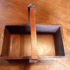 Antigüedades: PRECIOSA CAJA DE HERRAMIENTAS DE MADERA DE PINO, RESTAURADA, AÑOS 60. Lote 126576403