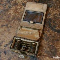 Antigüedades: BOLSO PARA LOS PRISMATICOS, MONEDERO Y ESPEJITO. . Lote 126812879
