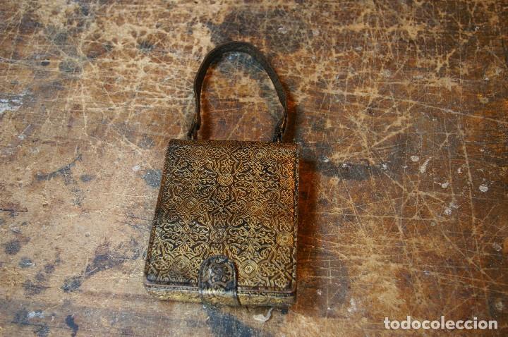 Antigüedades: Bolso para los prismaticos, monedero y espejito. - Foto 9 - 126812879