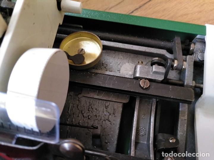 Antigüedades: MAQUINA DE ESCRIBIR OLYMPIA TRAVELLER DE LUXE CON SU MALETIN TYPEWRITER COLOR VERDE - Foto 27 - 126909871