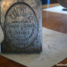 Antigüedades: ¡¡MOLDE ORIJINAL DE IMPRENTA UNICO AÑOS 20 30 ¡¡EL RACIMO DE ORO,VINOS Y LICORES¡¡ALBACETE¡¡. Lote 127203911