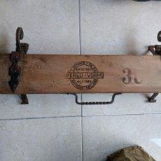 Antiquités: PRENSA SECADERO EXPOSITOR TABACO PUROS PERLU VORM HOLANDESA MADERA Y HIERRO FORJA NUMERADA. Lote 127244483