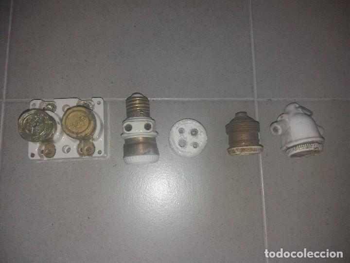 ANTIGUO ENCHUFE PORTALAMPARAS FUSIBLES DE PORCELANA PORTA LÁMPARA SIMÓN (Antigüedades - Técnicas - Herramientas Profesionales - Electricidad)