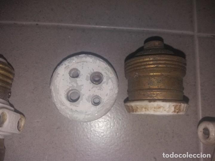Antigüedades: Antiguo enchufe portalamparas fusibles de porcelana porta lámpara SIMÓN - Foto 2 - 127377347