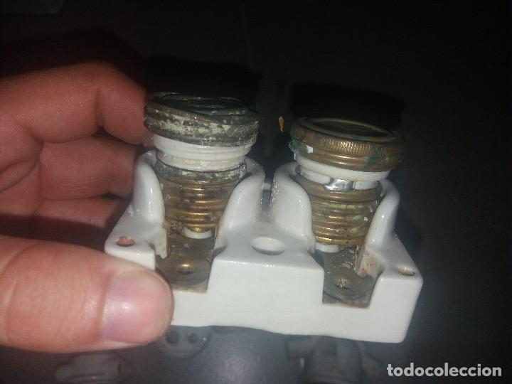 Antigüedades: Antiguo enchufe portalamparas fusibles de porcelana porta lámpara SIMÓN - Foto 4 - 127377347