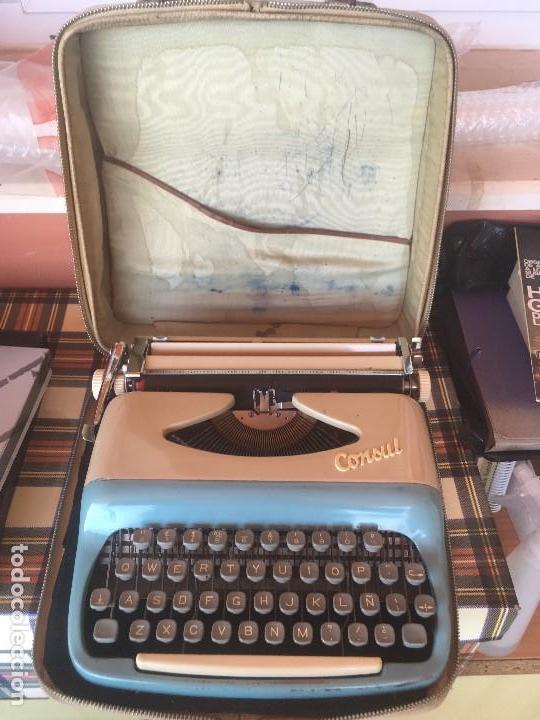 ANTIGUA MÁQUINA DE ESCRIBIR MARCA CONSUL CHECOSLOVAQUIA AÑOS 60 CON MALETIN (Antigüedades - Técnicas - Máquinas de Escribir Antiguas - Otras)