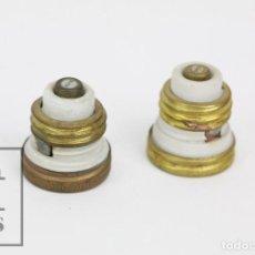 Antigüedades: PAREJA DE ANTIGUOS FUSIBLES DE CERÁMICA / PORCELANA - BJC - 250 V - MEDIDAS 3 X 3 X 3,5 CM. Lote 134255373