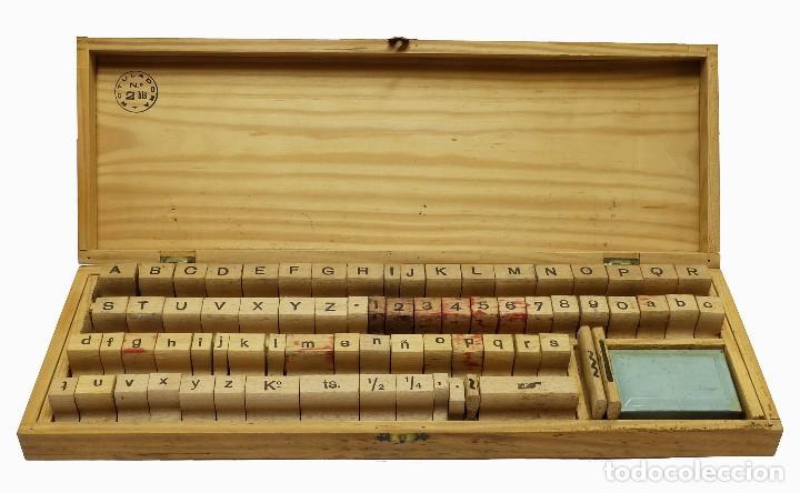 1900/1920 EQUIPO DE IMPRENTA CASERO (IMPRENTILLA) CON LETRAS ESTILO TIMES Y ''DEDO QUE SEÑALA'' (Antigüedades - Técnicas - Herramientas Profesionales - Imprenta)