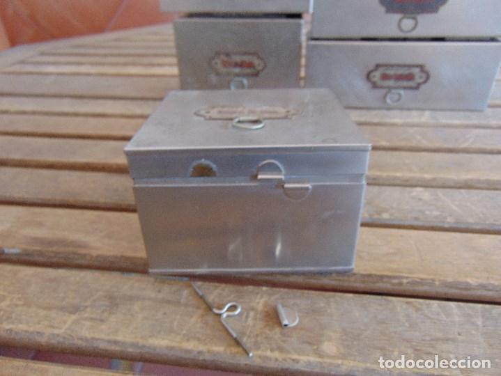 Antigüedades: LOTE DE 7 ANTIGUAS CAJAS EN METAL DE MEDICO DENTISTA O SIMILAR , MARCADAS DIFERENTES MEDIDAS - Foto 3 - 127749299