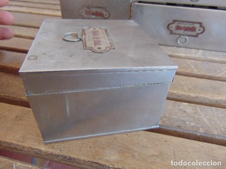 Antigüedades: LOTE DE 7 ANTIGUAS CAJAS EN METAL DE MEDICO DENTISTA O SIMILAR , MARCADAS DIFERENTES MEDIDAS - Foto 4 - 127749299