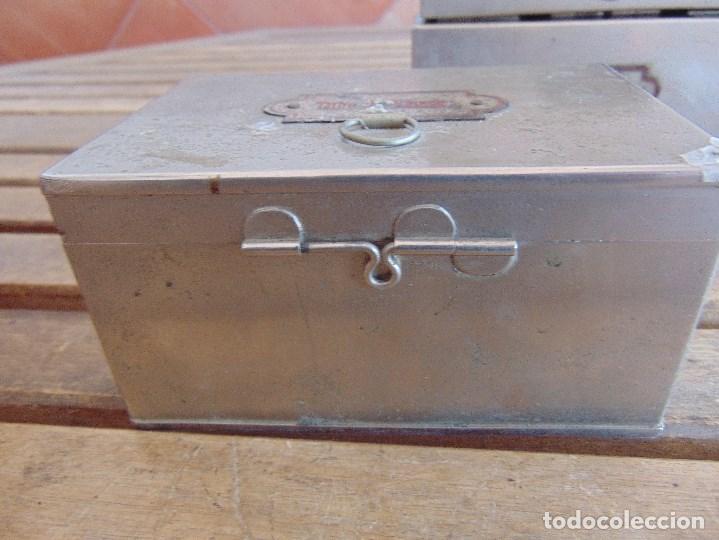 Antigüedades: LOTE DE 7 ANTIGUAS CAJAS EN METAL DE MEDICO DENTISTA O SIMILAR , MARCADAS DIFERENTES MEDIDAS - Foto 13 - 127749299