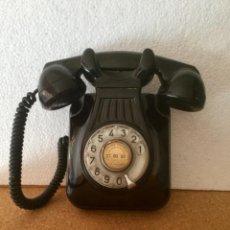 Teléfonos: TELÉFONO DE BAQUELITA. AÑOS 50. ORIGINAL. FUNCIONANDO.. Lote 127919123