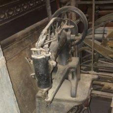 Antigüedades: MÁQUINA ZAPATERO. GUARCIONERO.PELETERO FUNCIONANDO. Lote 127919747