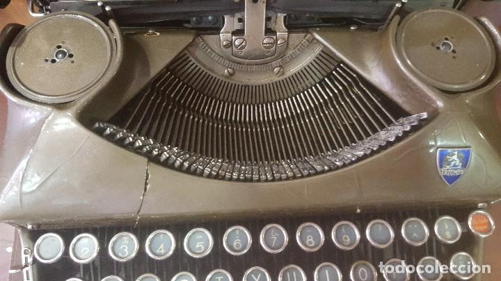 Antigüedades: Máquina de escribir antigua triumph con maletín funcionando - Foto 2 - 128002855