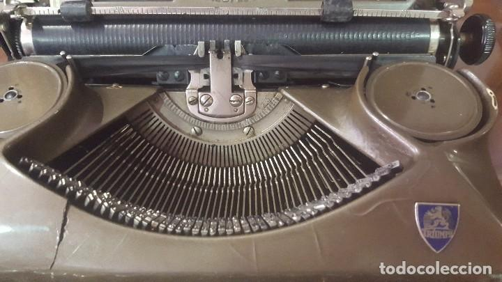 Antigüedades: Máquina de escribir antigua triumph con maletín funcionando - Foto 3 - 128002855
