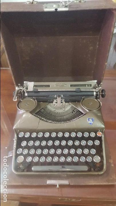 MÁQUINA DE ESCRIBIR ANTIGUA TRIUMPH CON MALETÍN FUNCIONANDO (Antigüedades - Técnicas - Máquinas de Escribir Antiguas - Triumph)