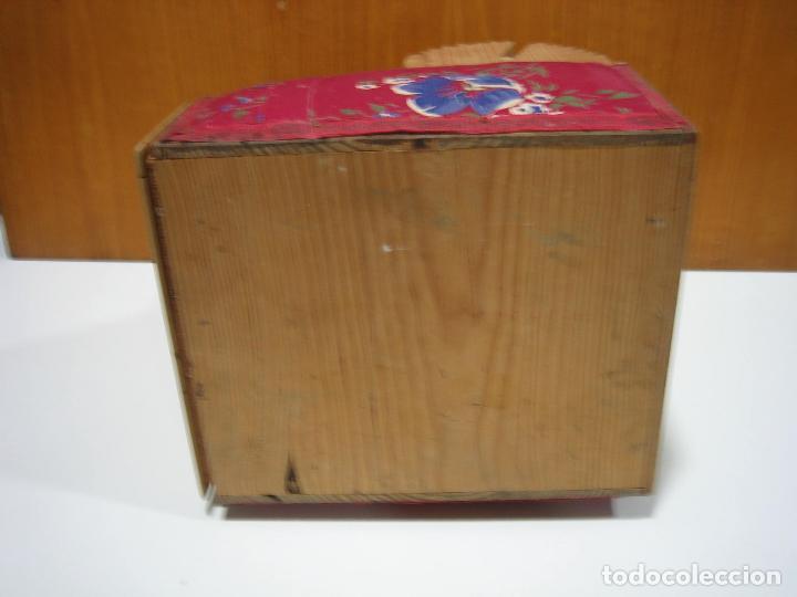 Antigüedades: Antigua caja para hacer bolillos - Foto 2 - 128021383