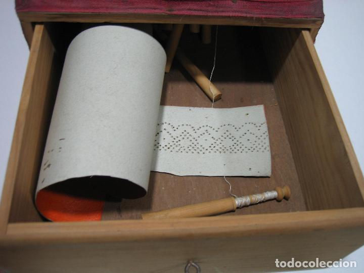 Antigüedades: Antigua caja para hacer bolillos - Foto 3 - 128021383