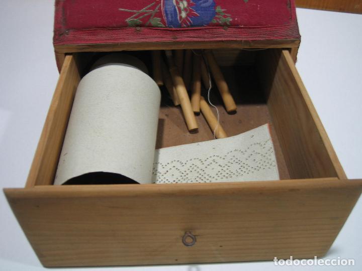 Antigüedades: Antigua caja para hacer bolillos - Foto 5 - 128021383