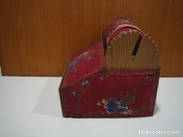 Antigüedades: Antigua caja para hacer bolillos - Foto 9 - 128021383