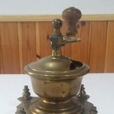 Antigüedades: ¡¡ OFERTA !! ELEGANTE MOLINILLO DE CAFÉ METÁLICO, PRINCIPIOS SIGLO XX , RARO. Lote 128046323