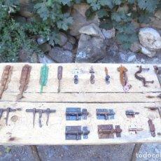 Antigüedades - LOTE DE CERROJOS, PESTILLOS Y PASADORES - FORJA ANTIGUA RURAL - 128051891
