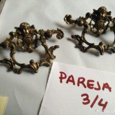 Antigüedades: PAREJA DE ANTIGUOS TIRADORES DE HIERRO O METAL CON RELIEVES DE ANGELOTES ANGELES - LEER. Lote 128071131