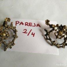 Antigüedades: PAREJA DE ANTIGUOS TIRADORES DE HIERRO O METAL CON RELIEVES DE ANGELOTES ANGELES - LEER. Lote 128071295