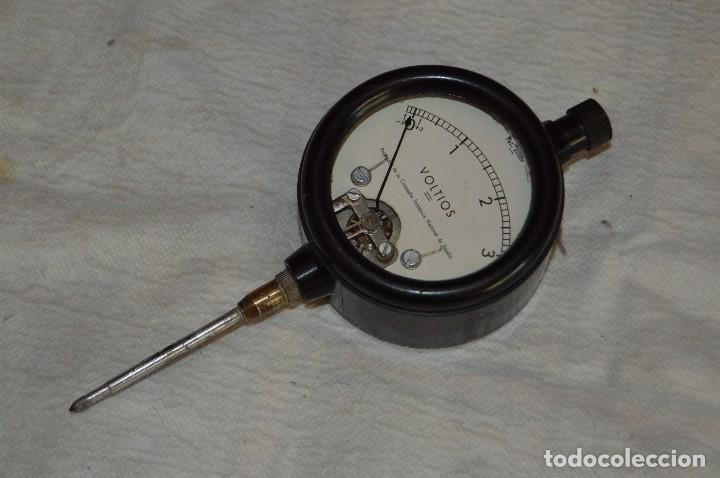 VINTAGE - ANTIGUO VOLTIMETRO DE TELEFÓNICA DE ESPAÑA - DE BAQUELITA - FUNCIONA - RARO - ENVÍO 24H (Antigüedades - Técnicas - Herramientas Profesionales - Electricidad)