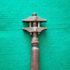 Antigüedades: LLAVE DE MORDAZA O ANTIGUA LLAVE INGLESA. Lote 128139363