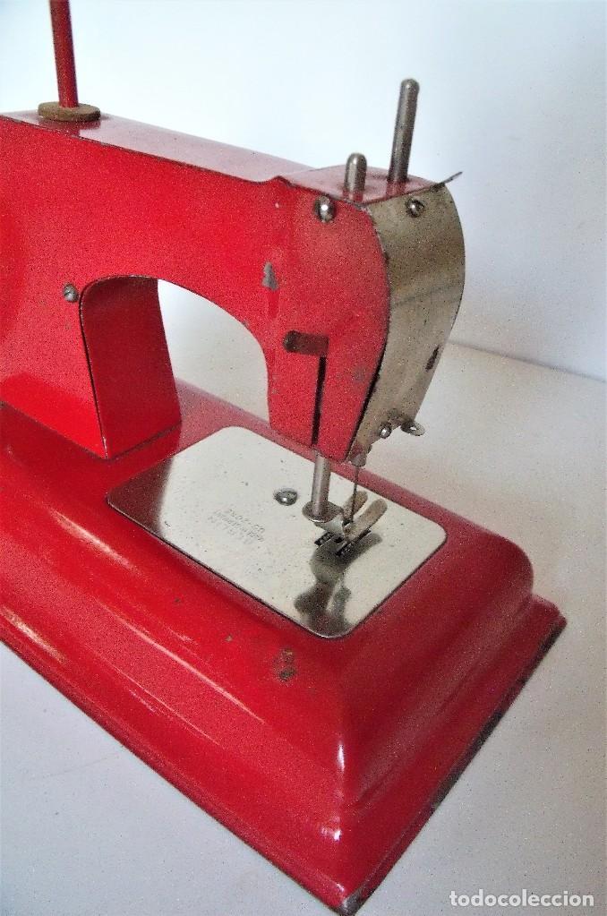 MÁQUINA DE COSER DE JUGUETE. ALEMANIA -ZONA NORTEAMERICANA- CA. 1945/1950 (Antigüedades - Técnicas - Máquinas de Coser Antiguas - Otras)