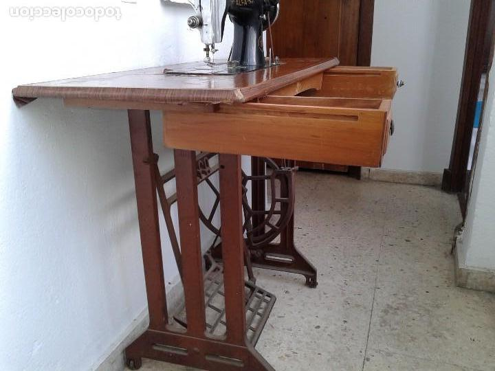 Antigüedades: MAQUINA DE COSER ALFA CON PEDAL - Foto 3 - 128481383