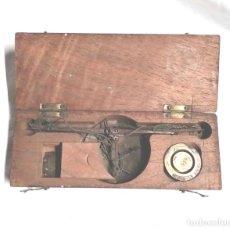Antigüedades: BALANZA S XIX, ESTUCHE MADERA DE CAOBA. MED. 15 X 5,50 X 2,50 CM. Lote 128531687