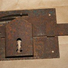 Antigüedades: ANTIGUA CERRADURA DE FORJA SIN LLAVE . Lote 128558671
