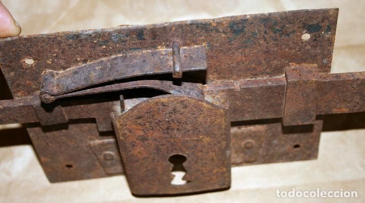 Antigüedades: Antigua cerradura de forja sin llave - Foto 3 - 128558671
