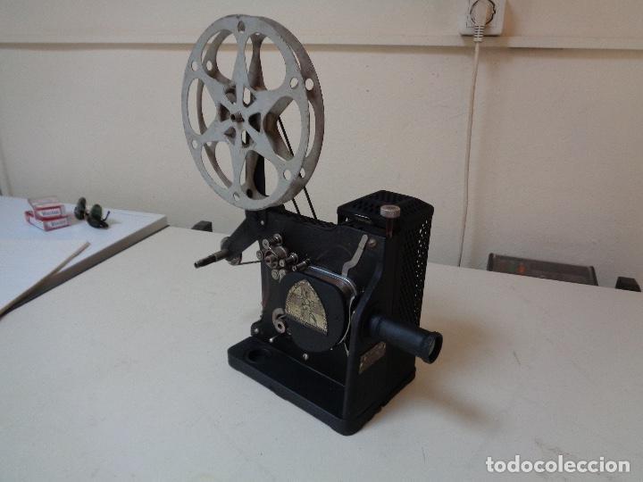 PROYECTOR PELÍCULAS 16 MM. KODAK MODELO D (Antigüedades - Técnicas - Aparatos de Cine Antiguo - Proyectores Antiguos)
